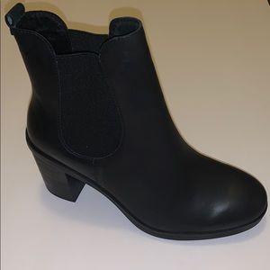 CROWN VINTAGE   black high heel booties